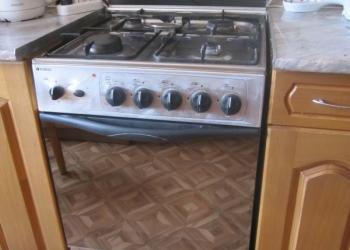 """Продам кухонную плиту """"Indesit"""" с электродуховкой"""