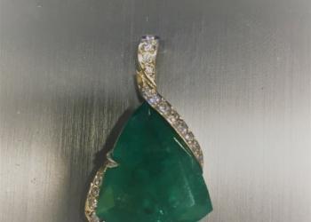 подвеска золото 585 с бриллиантами 19 шт и  изумрудом 9 карат