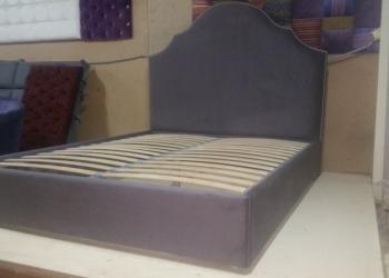 Кровать в сером велюре, новая