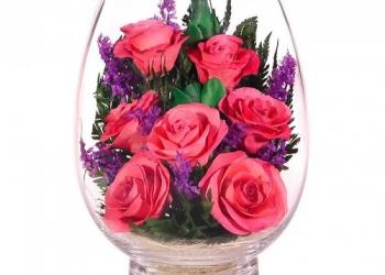 Цветы в вакууме, в стекле, розы розовых оттенков .