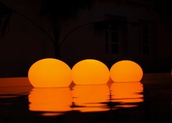 Беспроводной  дизайнерский  светильник Flatball XS (Франция) в форме эллипсоида