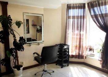 Сдается в аренду парикмахерское кресло (почасовая, месяц)