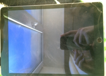 Продам Apple iPad Air 2 128Gb Wi-Fi + Cellular Space Gray во Владивостоке