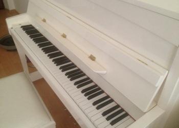 Белое пианино PETROF P 118C1