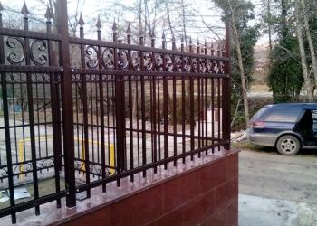 Забор с профильным листом, изгородь секционная-изготовление и монтаж