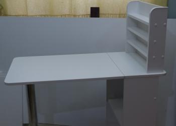 Маникюрный стол складной с полочками