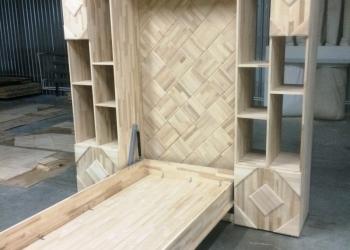 Шкаф-кровать из натурального дерева.