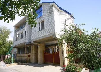 Дом и гостиница, площадь 750 м2 в центре Анапы, на участке 7.2 сотки