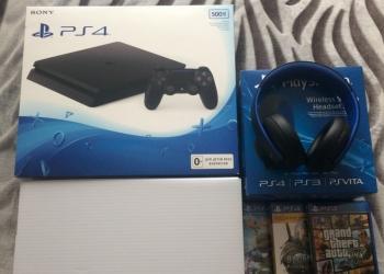 Sony PlayStation 4 + наушники и игры