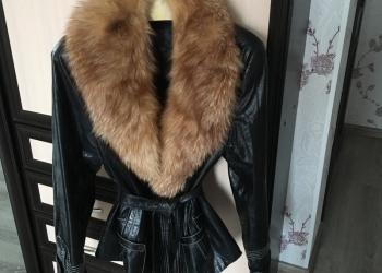 Куртка-пиджак с подстёжкой и съёмным лисьим воротником.