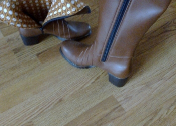 Продам модельные на каблуке сапожки прорезиновые