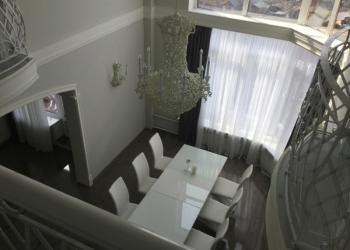Продается элитная двухуровневая квартира 140 м.