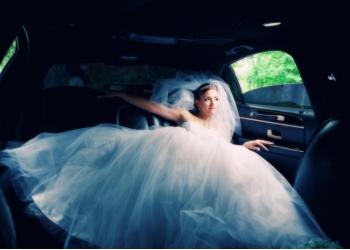 Свадебное платье очень пышное
