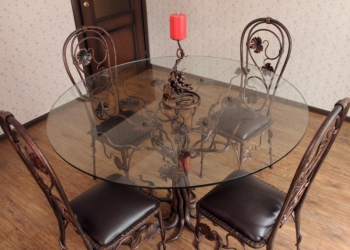 Стол и стулья кованые