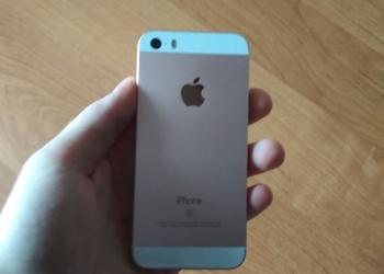 Айфон se на 64 GB,  розовый.