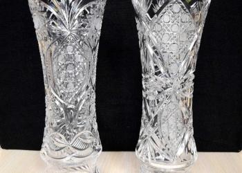 Цветочные вазы из хрусталя.