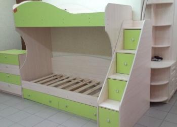 Кровать двухярусная с лестницей и ящиками