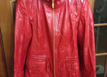 Кожаная женская куртка красная