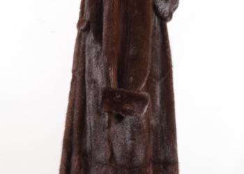 Норковая шуба с капюшоном, в пол, цвет махагон.