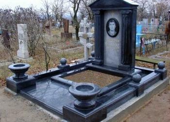 Изготовление фигурных  памятников  и комплексных сооружении из гранита