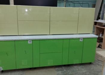 Кухонный гарнитур с фасадами из пластика и пленки