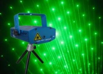 Лазерный проэктор для создания световых эффектов
