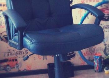 Кресло кожаное(офисное)