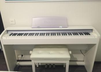 Цифровое фортепиано и регулируемая кушетка