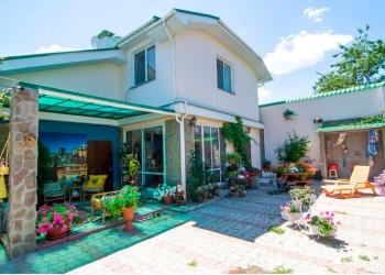 Сдам 2-й этаж в комфортабельном доме, рядом с Жемчужным пляжем в Феодосии.