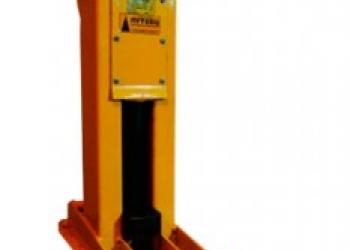 Домкрат путевой винтовой-120кН,высота подъема 200мм,время опускания 5 с,масса 16