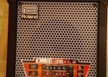 Продам комбик ROLAND CUBE-20XL BASS