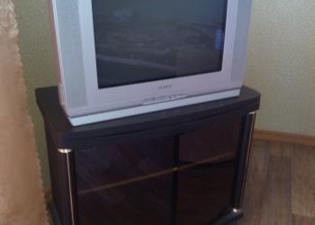 Продам телевизо Самсунг 52 см с тумбочкой