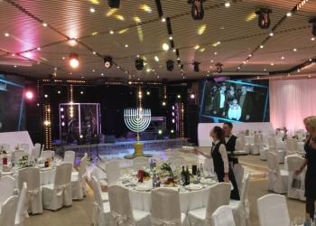 Техническое обеспечение мероприятий:аренда, звука, света, сценические конструкци