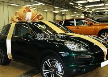 Украшение дорогих подарков. Большой бант на крышу автомобиля.