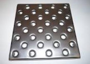Плитка напольная стальная перфорированная