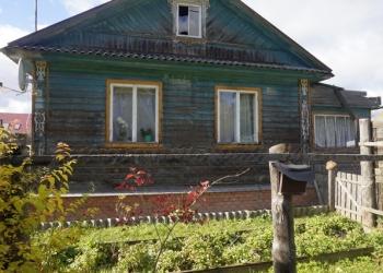 Жилой дом в деревне, на самом берегу Волги.