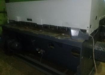 Продам ножницы гильотинные пневмомеханические  Jelsingrad EPU
