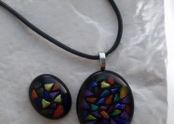 Оригинальные украшения и подарки из цветного стекла.