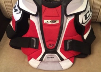 Продам нагрудник хоккейный CCM