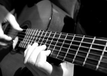 В муз. cтудию – Андрея Лидер, ведётся набор желающих научиться играть на