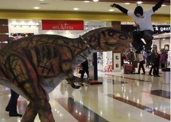 Роботизированный костюм динозавра с множеством функций