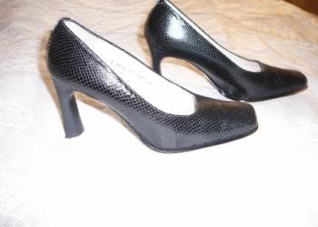 Продаю недорого новые кожаные испанские и итальянские туфли