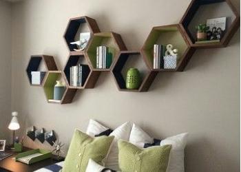Деревянные полки на стену для комнаты и прихожей
