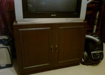 Продается тумба под телевизор