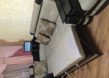 Диван и кресло + 3 подушки + 2пуфика