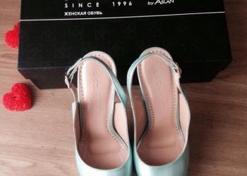 Кожаные лаковые мятные туфли PAOLETTI 37 размера