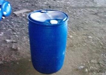 Продам Бочки пластиковые 2 пробки б/у для пищевых на 220 л