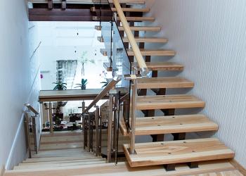 производим и устанавливаем лестницы любой конфигурации