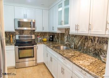 Продается однокомнатная квартира в Майами в Санни Айлс Бич