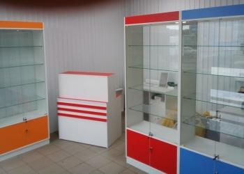 В продаже витрины, стеллажи, прилавки, горки и прочая мебель.